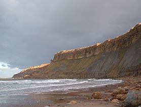 The south end of Cayton Bay, with the Red Cliff fault.