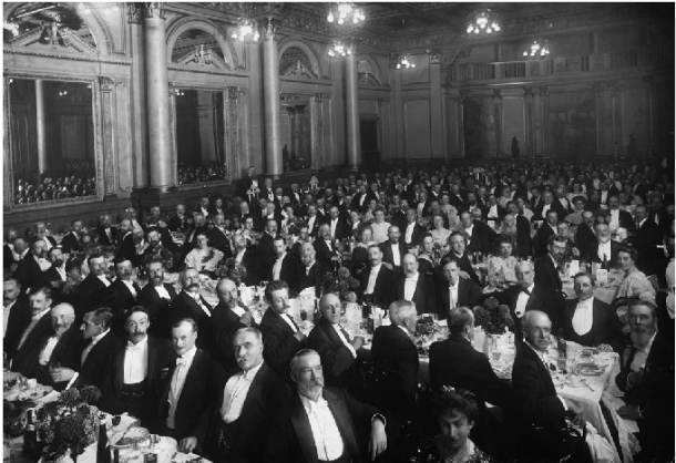 Attendees at the Geological Society's centenary dinner in 1907, including Maude Healey and Gertrude Elles.